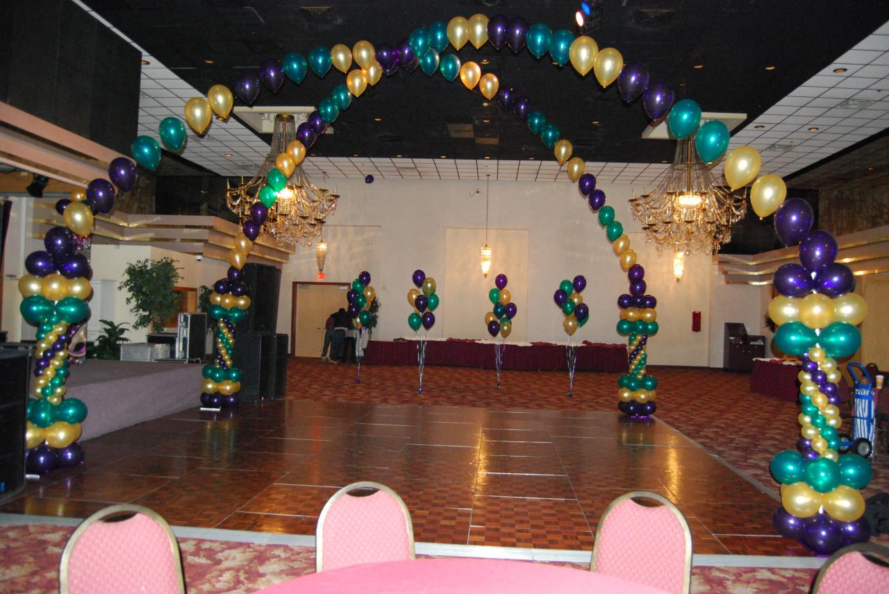 Celebrate The Day: Mardi Gras themed Balloon Decorations ...